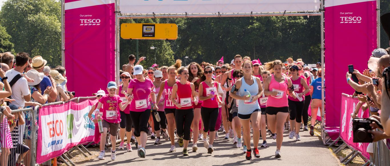 Photo of people running a race for cancer research uk