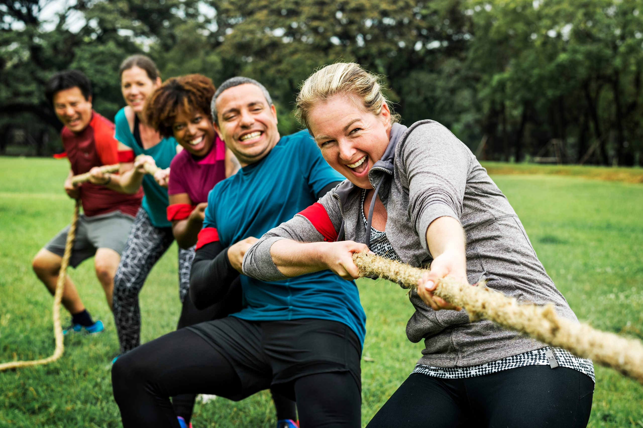 Photo of a team of people pulling a tug of war rope